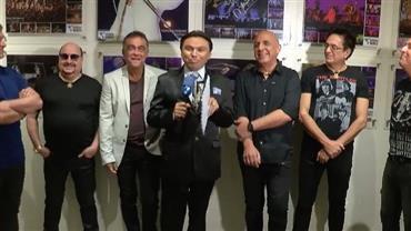 """Cover de Silvio Santos faz """"surpresa"""" para o grupo Roupa Nova"""