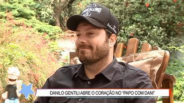 """""""Ele morreu nos meus braços"""", revela Danilo Gentili sobre perda do pai"""