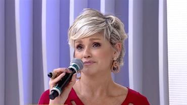 """Andréa Nóbrega chora ao falar de internação: """"Pensei que fosse morrer"""""""