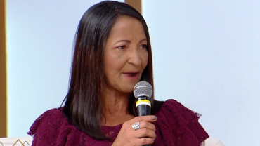 """""""Não vivo, eu sobrevivo"""", diz mãe com filho desaparecido há mais de 10 anos"""