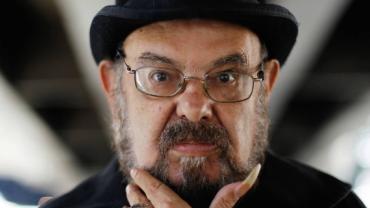 Zé do Caixão: Amigos e familiares se despedem em velório