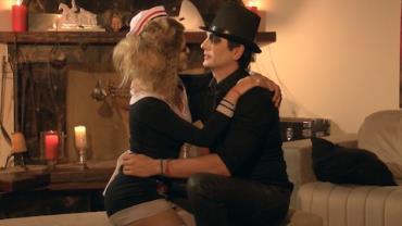 Gianluca beija pretendentes em festa de terror (2)