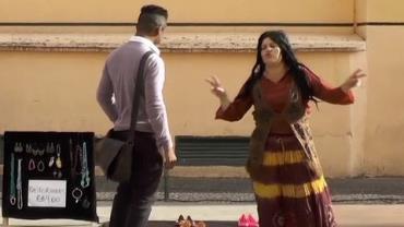 """Riponga engana pedestres vendendo """"rasteirinha"""""""