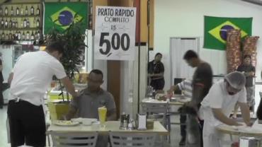 """Restaurante com """"comida rápida"""" sacaneia clientes"""