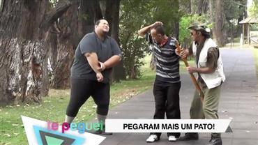 """""""Caçador de pato"""" assusta pedestres ao atirar em homem"""