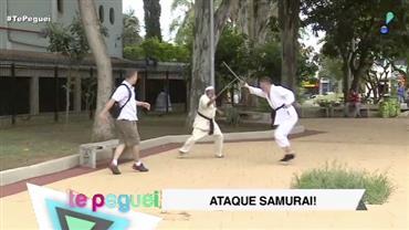 Briga de samurais assusta pedestres