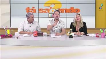 Grávida, Patrícia Abravanel cai durante apresentação de programa