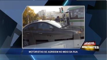Motorista se agridem no meio da rua