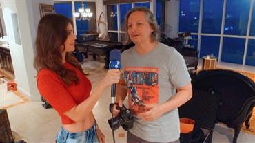 Júlia Pereira conversa com fotógrafo badalado em bastidores de ensaio