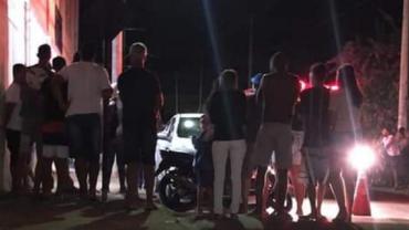 Homem esfaqueia a ex, invade igreja e atira contra fiéis em MG