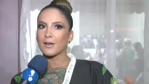 Claudia Leitte fica apreensiva por aparecer sem microfone na Sapuca�
