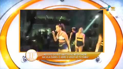 Anitta faz show para crian�as no RJ