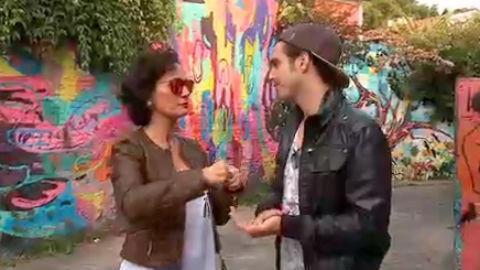 Faa Morena passeia com Ivo Mozart pela Vila Madalena
