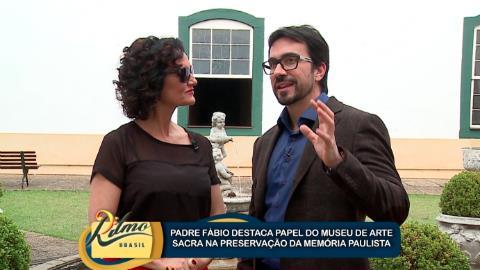 Faa Morena conversa com F�bio de Melo no Museu de Arte Sacra de SP