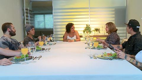 Banda Cine recebe aula de etiqueta � mesa (4)